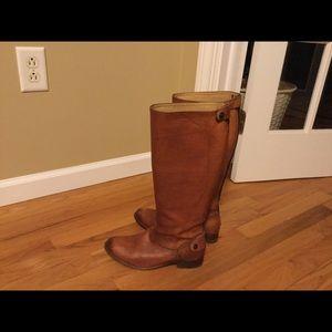 Frye Boots sz 6 Tan Color